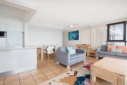 BreakFree-Beachpoint-Surfers-Paradise-2-Bedroom-Ocean-Apartment-Overview