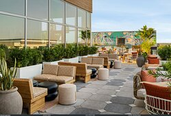 Sal Y Mar restaurant outdoor seating