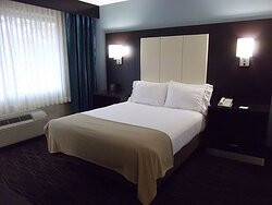 Holiday Inn Express Boise Downtown Queen Bed ADA Guest Room
