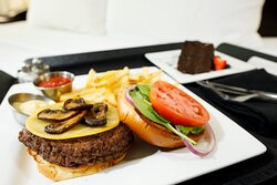 Our Memphis downtown hotel offers rooms service for each meal