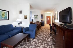 Holiday Inn Express & Suites Atlanta Arpt West Executive Suite