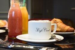Desayuno, zumos naturales, bocadillos, sandwich, brunch, croissant, café, cappuccino