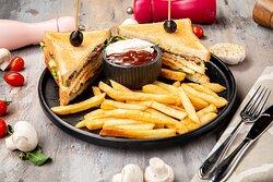 Новинка нашего меню. Club Sandwich с нежнейшим говяжьим филе.