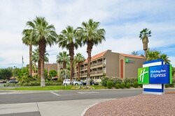 Centrally Located Right In The Heart Of The Palm Springs Valley
