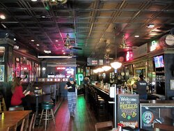 Kenny's Westside Pub: casual ambiance. Peoria IL, May 2021