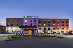 Enjoy our modern guest rooms and suites in Fort Worth West.