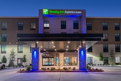 Enjoy our modern guest rooms and suites in Fort Worth West!