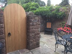 Harewood cottage. Walled courtyard garden for al fresco dining and safe space for your dog.