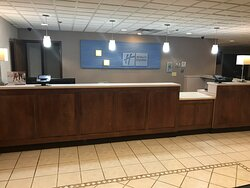 Welcome to the Holiday Inn Express & Suites Charleston - Southridg