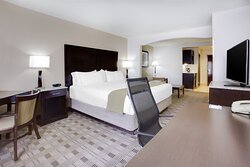 ADA/Handicapped accessible King Guest Room with mobility tub