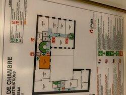 """Plan incendie. Attention, chambre les """"chambres supérieures"""" sont  minuscules et coûte 400€/nuit hors petit déjeuner"""