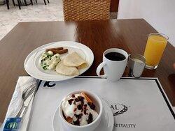 Desayunando delicioso en restaurant Marche