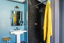Suite 4 Bathroom