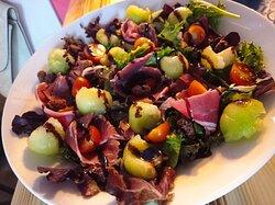 Salada de melão com presunto