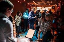Шумные танцевальные вечеринки каждые выходные