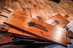 Our custom woodplates 😍 #Hunedoara #CorvinsCastle