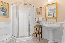 Caleche bathroom