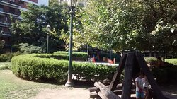 Plaza de Los Olmos: Barrio Belgrano R, Ciudad de Bs.As. Argentina 2021.