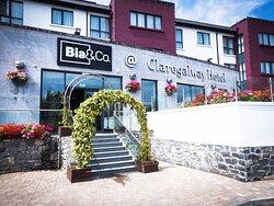 Claregalway Hotel Bia Co Exterior