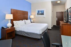 Spacious king guest room, free wifi and variety of TV channels