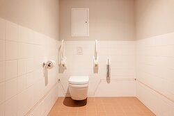One-Bedroom Comfort - Toilet for disabled people