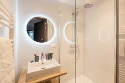 One-Bedroom Comfort - Mirror
