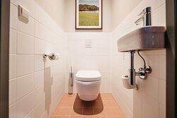 One-Bedroom Comfort - Toilet