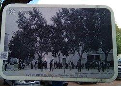 on m'a conseillé de télécharger la brochure du cheminement en images pour visiter la ville car lorsque l'OT est ouvert ce livret papier est offert  gratuitement aux visiteurs. Bien aimé car il y a 46 panneaux au total sur le parcours de visite de la ville. Il s'agit essentiellement d'anciennes cartes postales