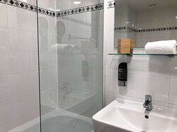 Bath Premium + Premium Economy I Arthotel ANA Enzian