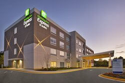 New Holiday Inn Express & Suites South Hill, VA