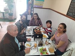 LA FAMILIA REUNIDA PARA DISFRUTAR  DE LA MEJOR PARRILADA EN MADRID