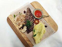 Шатобриан с картофельным пюре под соусом black-djack