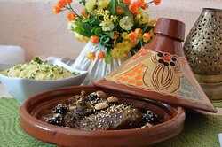 Beef with prunes and almonds