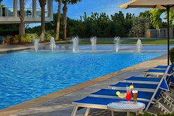 Outdoor Pool - Lounge Chairs