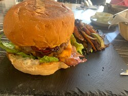 Hamburger with Angus meat 180gr, bacon, cheese, tomatoes, salad, caramelyzed onion with a side of grilled vegetables with soya sauce