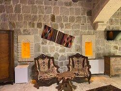 Deluxe Kaya Balayı Odası (Jakuzili ve Şömineli)- 108  *Otelimizde alkollü içecek ikramı ve satışı yapılmamaktadır.