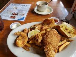 Luncheon seafood combo with gumbo