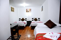 Habitación Familiar cuenta con 01 cama matrimonial y 2 camas de plaza y media, brinda el confort para 04 personas.