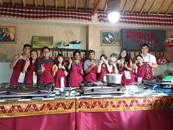 Ubud Balinese cooking class program offer you the best opportunity to get the real experience in bali, Learn how to make Balinese food with your hand self,make 9 dishis of Balinese food,Explore the real Balinese Compound activities.