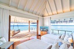 Anantara_Kihavah_Guest_Room_Over_Water_Pool_Residence_Twin_bedroom