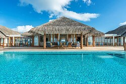 Anantara_Kihavah_Exterior_Over_Water_Pool_Residence_Sundeck and pool