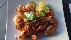 Duett aus Calamari & Scampi mit Gemüse & Kartoffeln