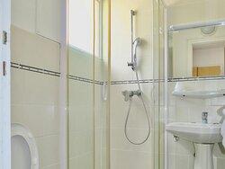 Chambre double et douche privée