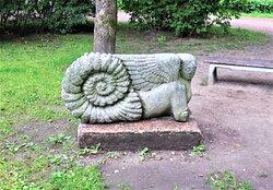 "Выборг. Сад скульптур. Скульптура ""Не понятно кто""."