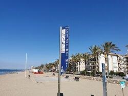 Playa de aguas tranquilas y calidas