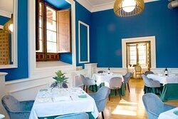 Este salón bien podría haber inspirado la etapa azul de Picasso