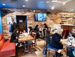 Кафе «Актёр» — легендарное историческое место в самом сердце Москвы. Центр встречи творческих людей: актёров, режиссёров, сценаристов.
