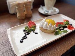 Классное пирожное в кафе Актер