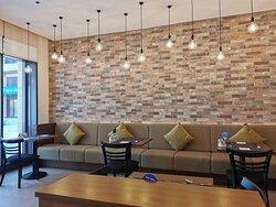Tolle Lage, schöne Zimmer mit guter Ausstattung und sehr freundliches Personal.
