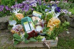 viele hausgemachte mit viel Liebe hergestellte regionale Produkte zum Verschenken für die Liebsten oder für Dich selbst